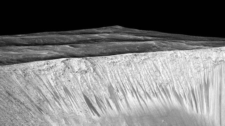 Mars'ta sıvı halde su bulundu!