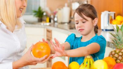 Meyve ve sebze yemeyen çocuk için büyük tehlike