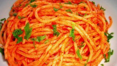 Fesleğenli Domatesli Spagetti