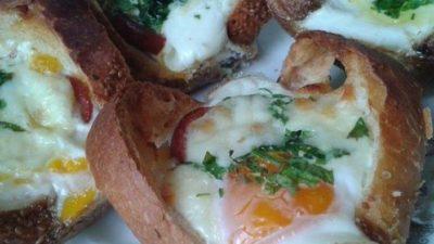 Fırında Sucuklu Yumurtalı Ekmek